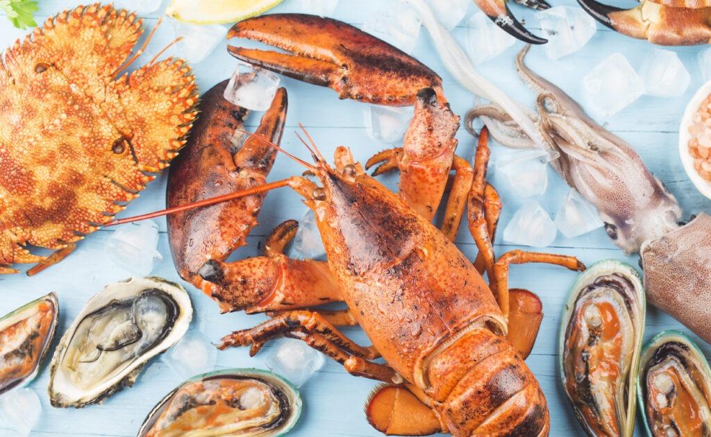 Dîner de fruits de mer au restaurant à Paris
